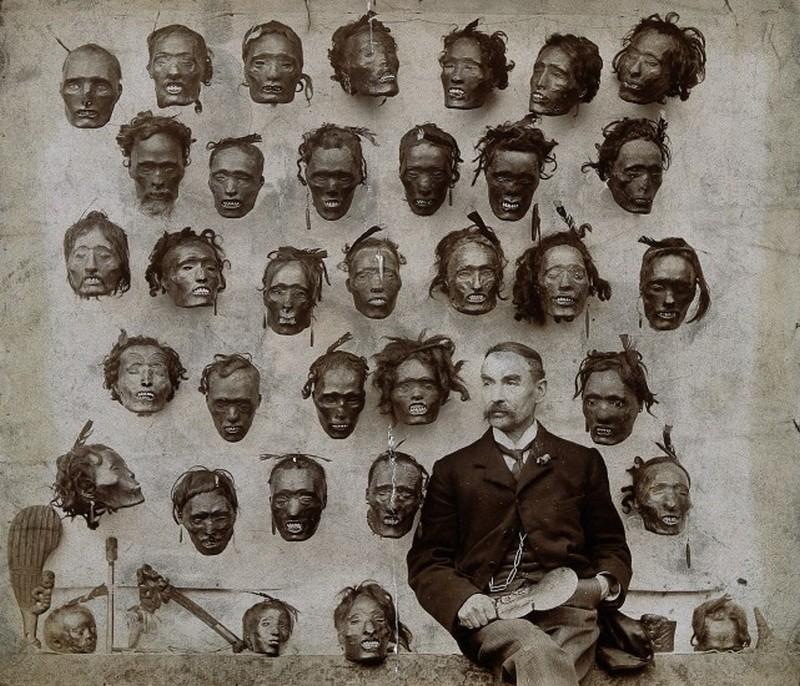 1895.-Horatio-Gordon-Robley-katona-tudos-a-Mokomokai-maori-arctetovalas-gyujtoje-tetovalt-arc-kollekcioja-elott.